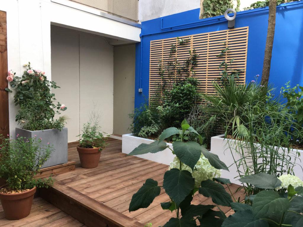 Patio majorelle : les jardinières du fond sont conservées