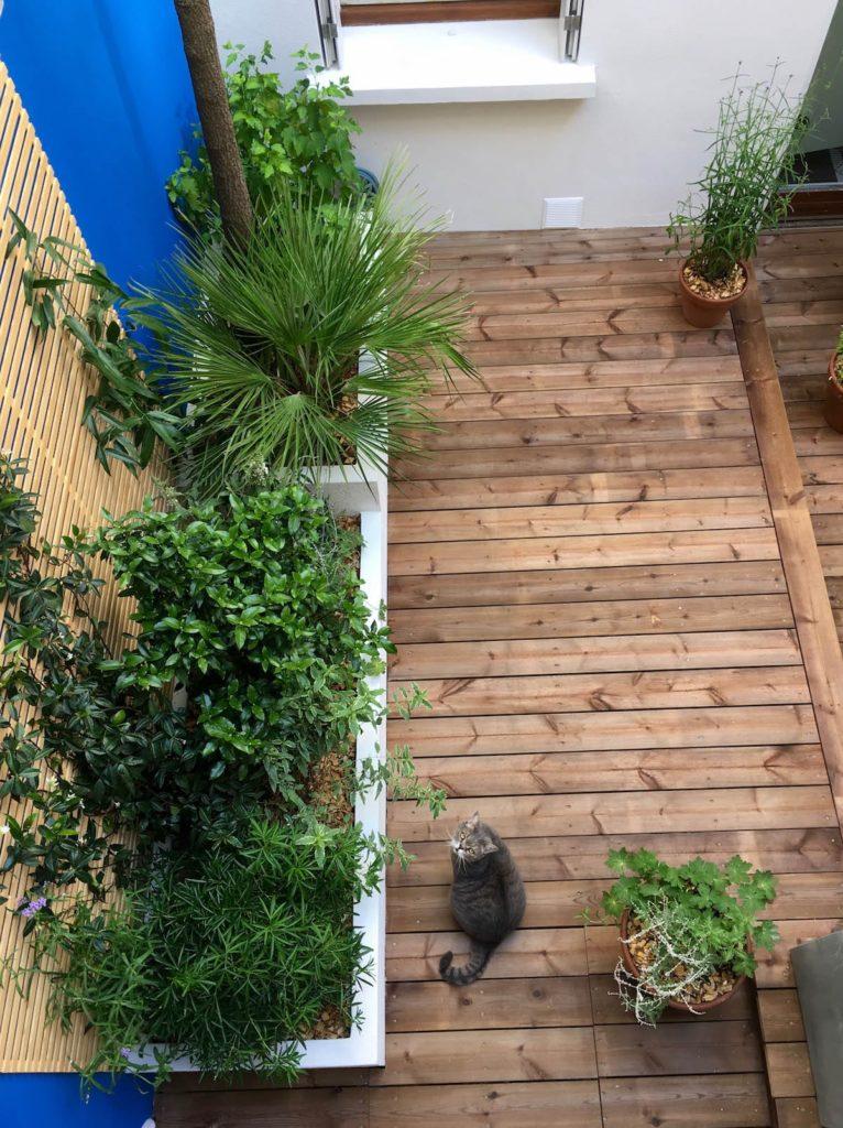 Vue sur le fond du patio depuis les coursives.
