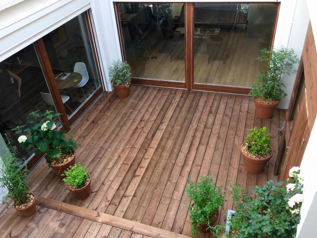 Le patio après le projet du paysagiste, vu depuis les coursives.